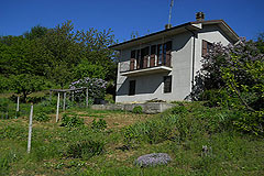 County Home for sale in the Langhe region of Piemonte - Small Country House close to a small town with wonderful views of the countryside