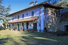 Country House with Moscato vineyard for sale in Piemonte -