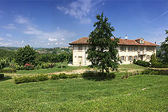 Country House for sale in Piemonte - Prestigious restored country house in a tranquil position with vineyard and mountain views.
