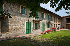 Country Stone House for sale in Piemonte - Restored L shaped farmhouse and vineyard in the most stunning location.