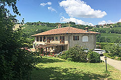 Italian farmhouse for sale in Piemonte - Restored stone house close to Alba in a tranquil position